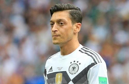 エジル2018W杯ドイツ代表.jpg