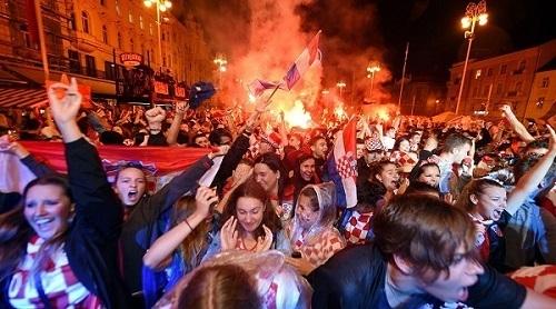 クロアチアイングランド戦試合後ザグレブ市内01.jpg