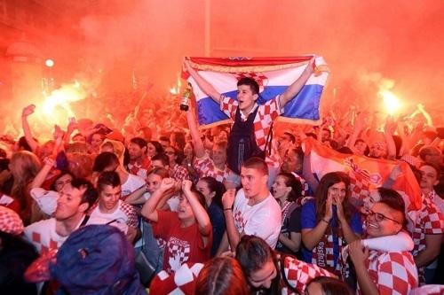 クロアチアイングランド戦試合後ザグレブ市内02.jpg