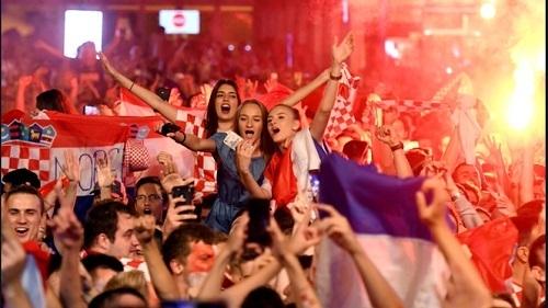 クロアチアイングランド戦試合後ザグレブ市内03.jpg
