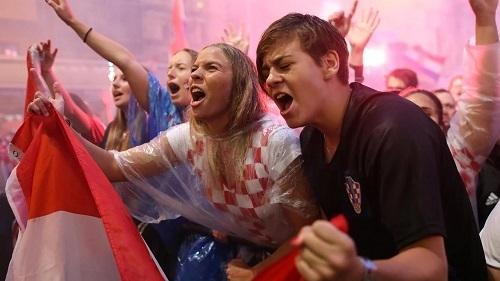 クロアチアイングランド戦試合後ザグレブ市内04.jpg