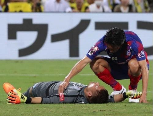 中村航輔柏2018FC東京戦脳震盪.jpg