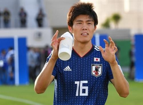 冨安2019アジア杯給水.jpg