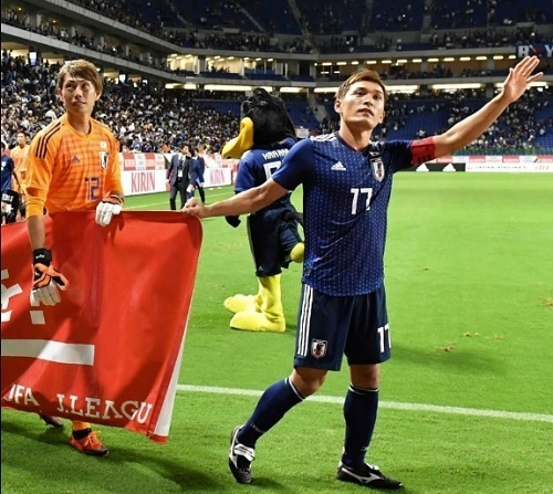青山2018コスタリカ戦試合後横断幕.jpg