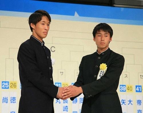 2019選手権抽選会青森山田と米子北主将.jpg
