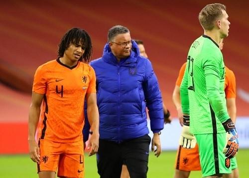 アケ2020-11オランダ代表負傷交代.jpg