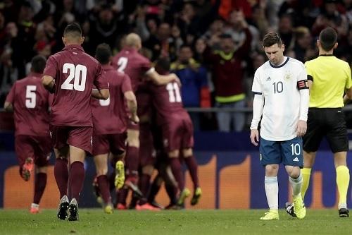 アルゼンチン代表ベネズエラ戦敗戦.jpg