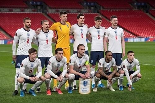 イングランド代表2021無観客.jpg