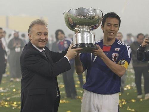 ザックと長谷部アジア杯優勝.jpg