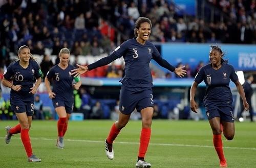 ルナール2019女子W杯韓国戦goal.jpg