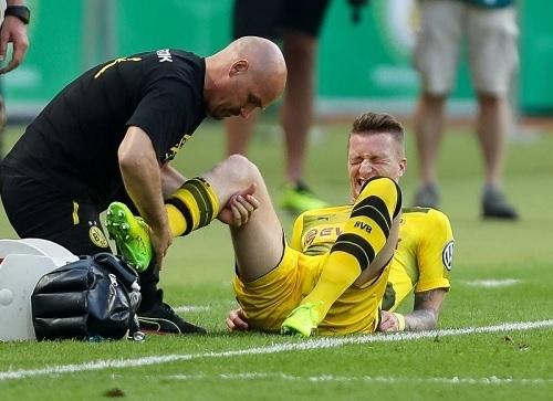 ロイス2017ドイツ杯負傷.jpg
