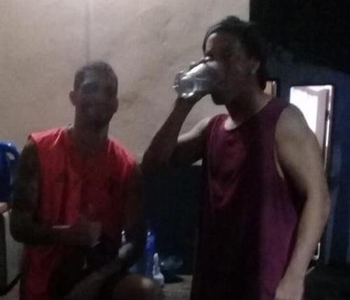 ロナウジーニョ刑務所ビール飲む.jpg