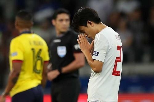 久保2019南米選手権第3節祈り.jpg