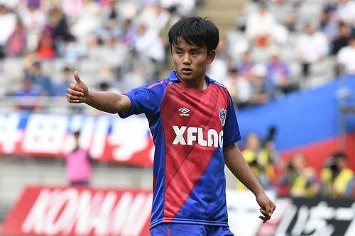 久保建英FC東京サムズアップ.jpg