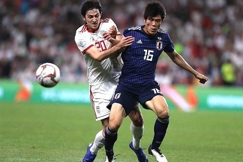冨安とアズムン2019アジア杯準決勝.jpg