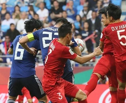 吉田2019アジア杯ベトナム戦ハンド.jpg