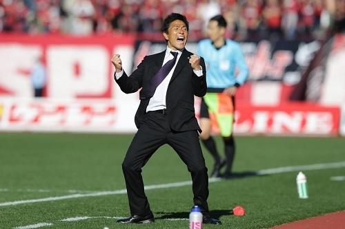 城福監督2020開幕戦ガッツポーズ.jpg