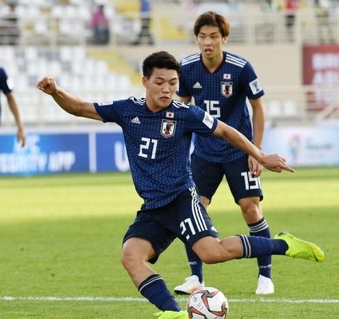 堂安2018アジア杯トルクメニスタン戦シュート.jpg