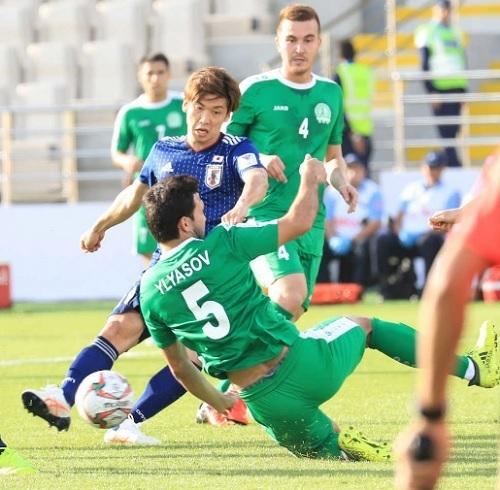 大迫2018アジア杯トルクメニスタン戦シュート.jpg