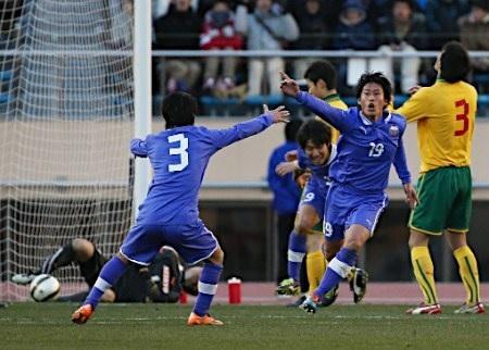 富山高校サッカー決勝点3点目ボレー02.jpg