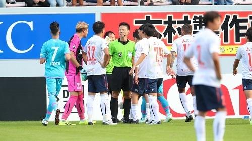 審判抗議2019第28節FC東京.jpg