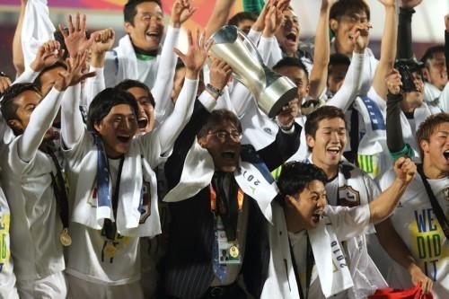 手倉森監督U23アジア選手権優勝カップ.jpg