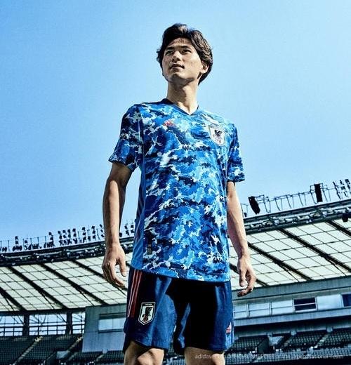 日本代表2019新ユニ南野.jpg