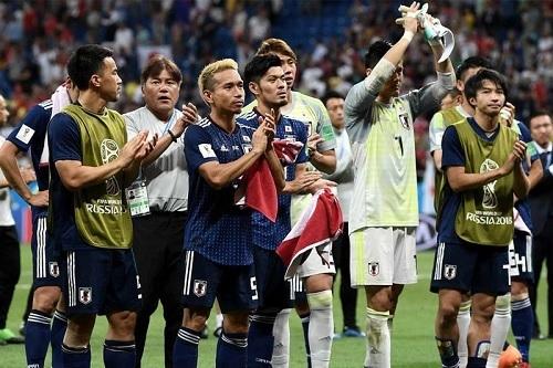 日本代表試合後拍手.jpg
