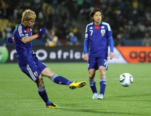 本田圭佑デンマーク戦FK.jpg