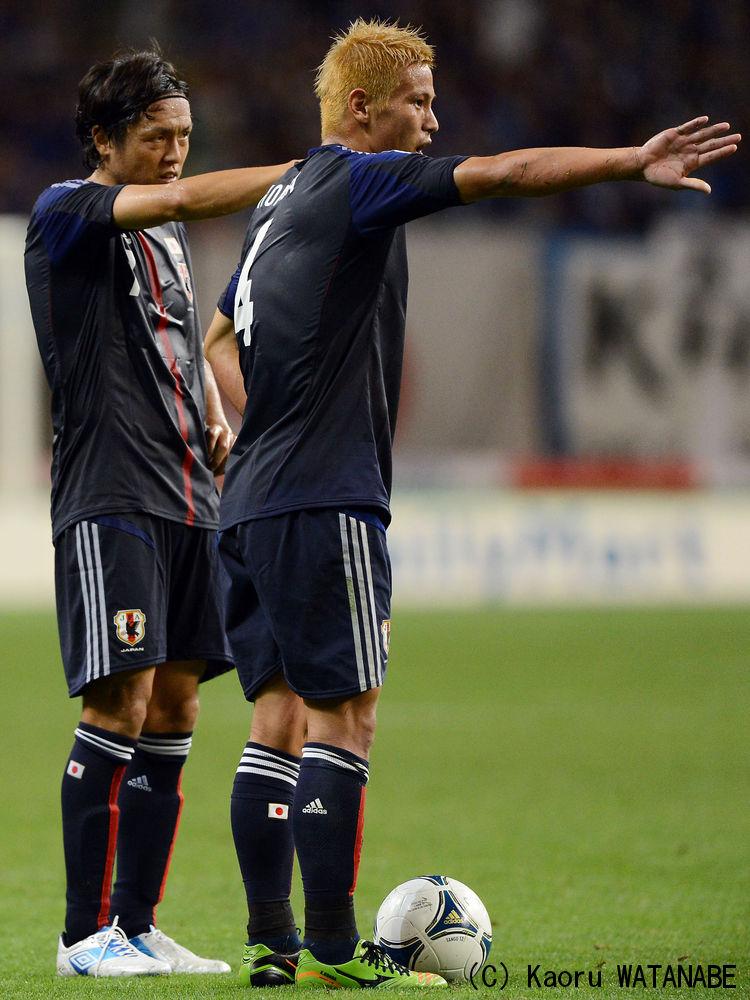 本田遠藤UAE戦2012.jpg