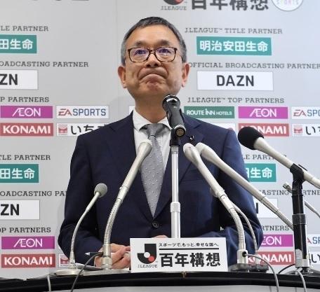 村井チェアマン延期会見02.jpg