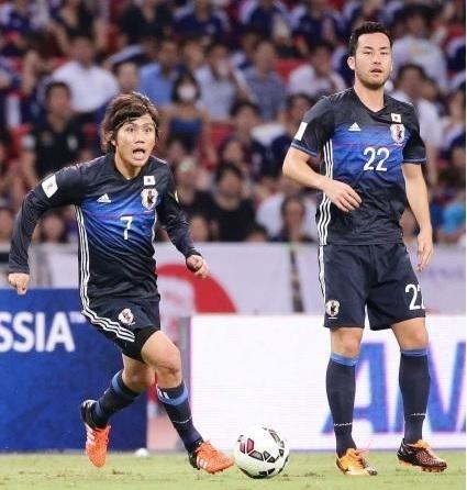 柏木2015アジア予選シンガポール戦第2戦ドリブル.jpg