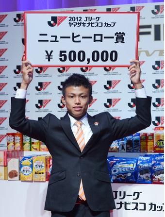 石毛2012ナビスコニューヒーロー賞.jpg