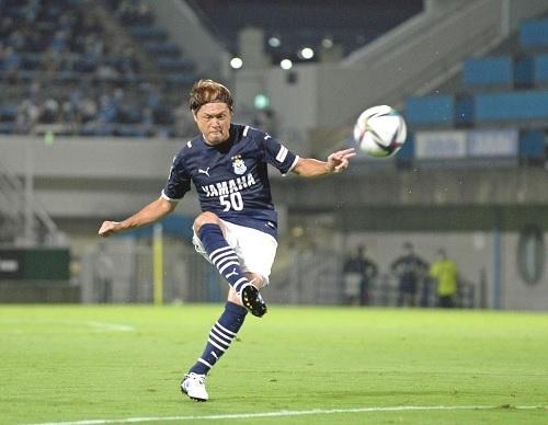 遠藤保仁2021第25節FK.jpg