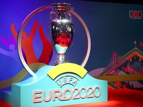 EURO2020トロフィー.jpg