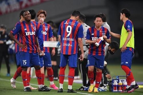 FC東京2021天皇杯給水.jpg