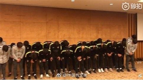 U18韓国代表優勝カップ踏み付け謝罪.jpg